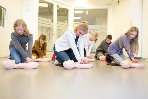 O kit inovador de RCP para treinamentos em escolas